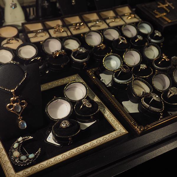 18世紀のフランドルクロス。ローズカットダイヤモンド。シルバーと18金。