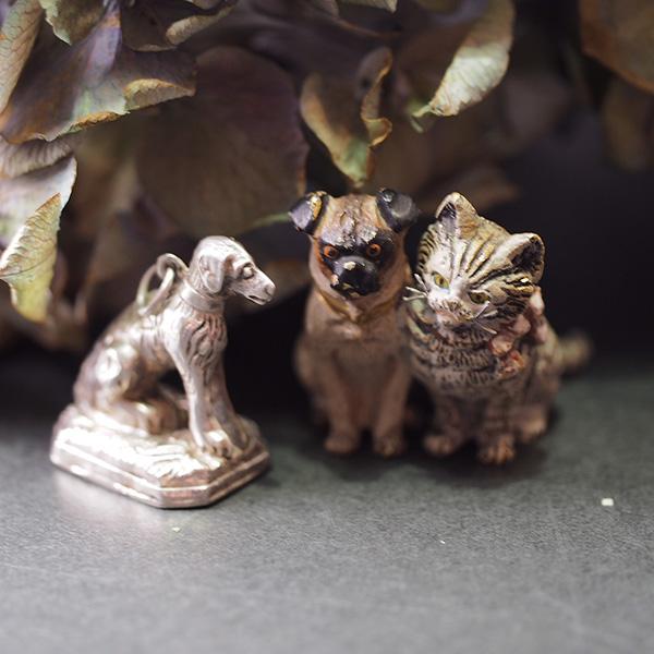 シルバー犬フォブとヴィエナブロンズの犬猫