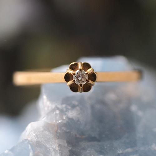 18金 スウェーデン ダイヤモンド 小さなソリティアリング