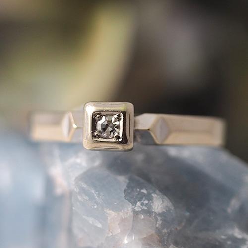 18金 ホワイトゴールド スウェーデン ダイヤモンド スクエアソリティアリング