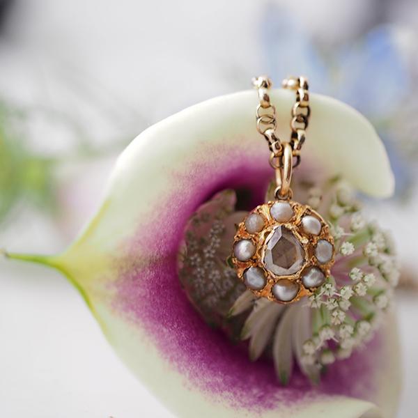 1900年ごろ 18金ローズカットダイヤモンドとシードパールのペンダント