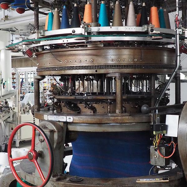 ニットを作る機械