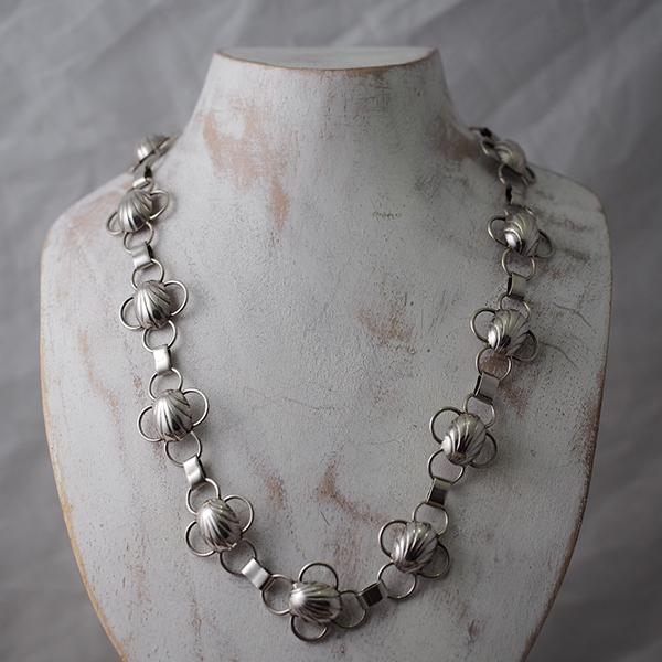 デンマーク1930年代シルバーシェルネックレス 北欧らしいクラシックモダンな珍しいモチーフのネックレスです